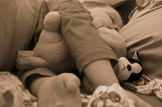 peuter valt moeilijk in slaap
